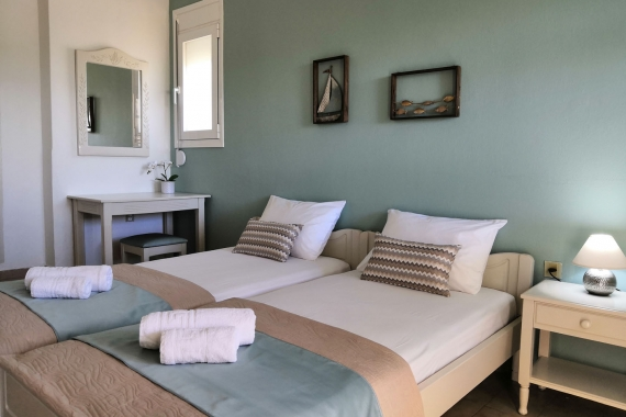 Double bed room (3)